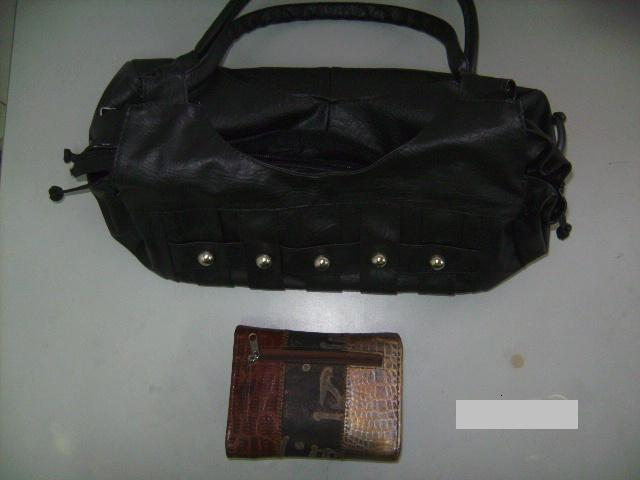 Detenidos cuatro hombres por el hurto de un bolso y prendas de vestir