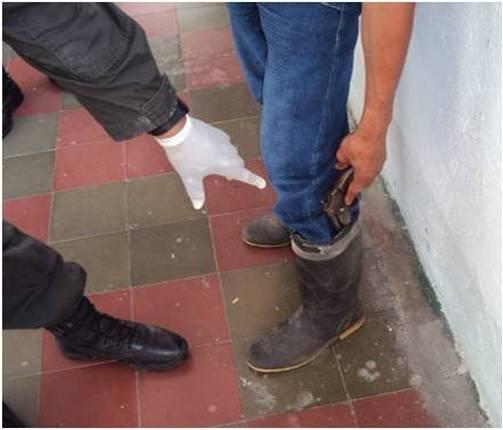 Policía Nacional Conduce Un Adolescente En Bochalema Por El Delito De Porte Ilegal De Armas