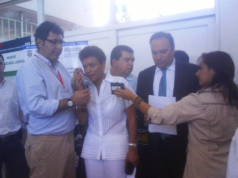 El Presidente Álvaro Uribe Vélez Dialogo Por Teléfono Con Los Asistentes A La Macro Rueda De Negocios