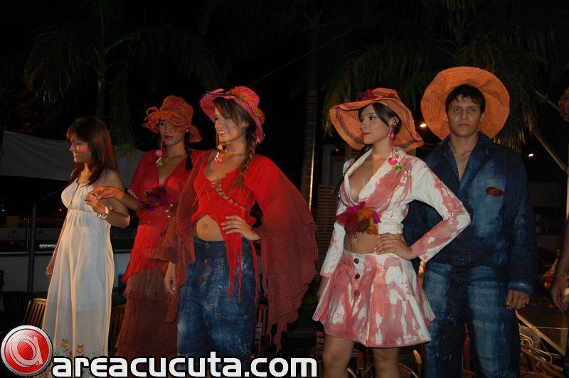 """""""Pasarela, Arte y Moda 2010"""" FESC"""