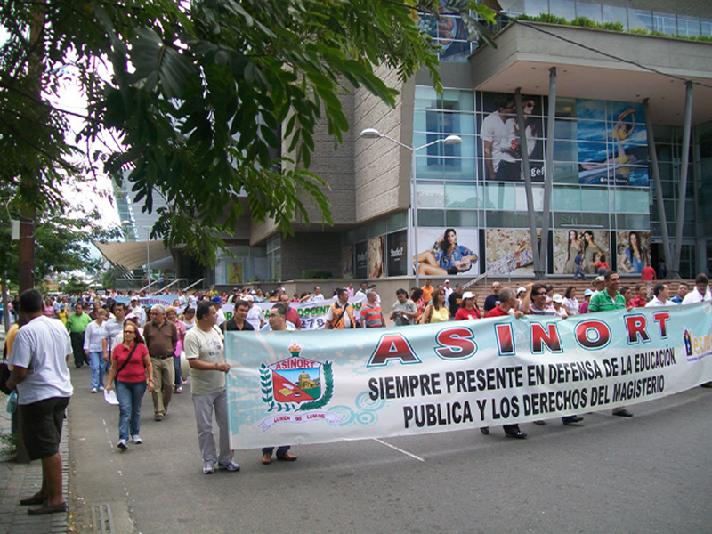 Educadores Rajaron Al Gobierno Uribe; Esperan Dialogo Social Con Santos