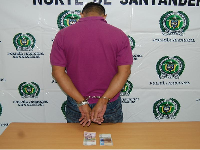 Policía Nacional Captura Un Presunto Estafador Con Billetes De 50.000 Mil Pesos Falsos
