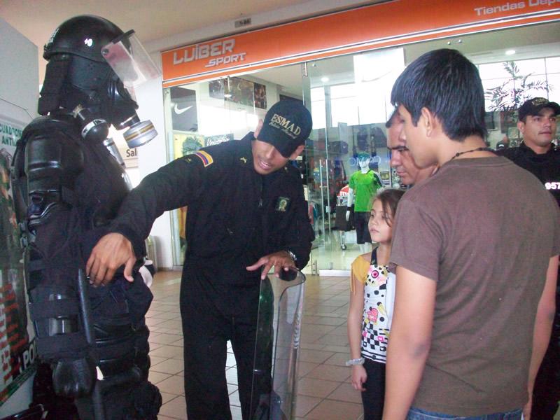 La Policía Nacional Participa En La Quinta Feria 'Expomilitar 2010'