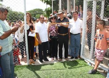 Gobernador William Villamizar Entregó Obras En San Cayetano