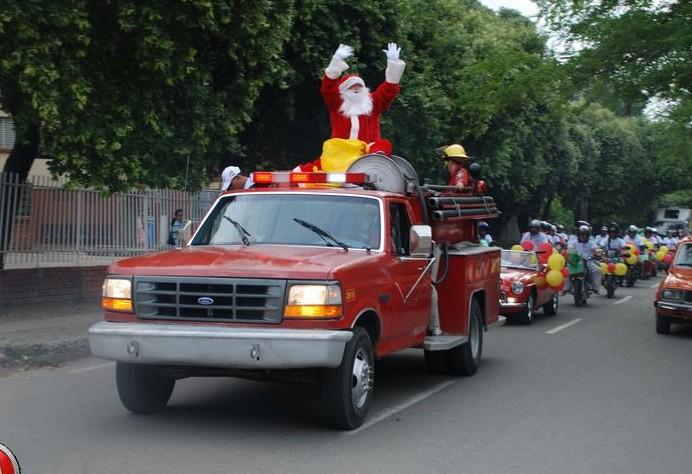 Gran Caravana  de Bienvenida a  la Navidad de Casa Hong Kong .