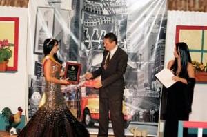 """df46f1227b5 El cucuteño Adolfo Sánchez fue elegido como el """"Dirigente Comunitario Colombiano  del año 2010"""". Este reconocimiento fue entregado por la Organización """"The  ..."""