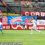 1 gol. El cucuteño Diego Peralta se levanta entre los centrales del Pereira tras centro de Cesar Arias.