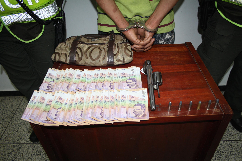 La acción heroica de una patrullera de Mecuc, fue clave para frustrar un millonario asalto a una ciudadana