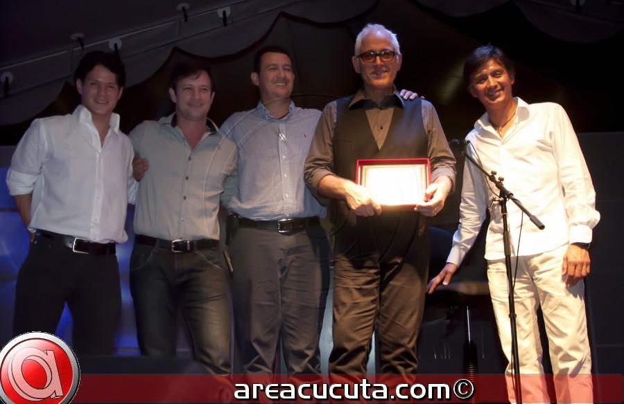 Yordano Cerro con broche de oro, el cuarto aniversario del Centro Comercial Ventura Plaza