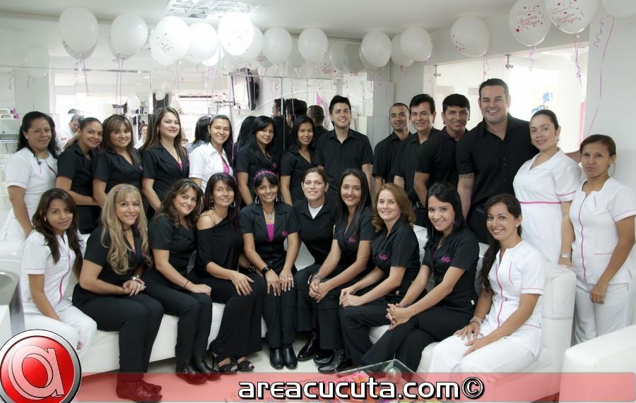 Secretos de Mujer Salón de Belleza y Spa celebro su Octavo Aniversario.
