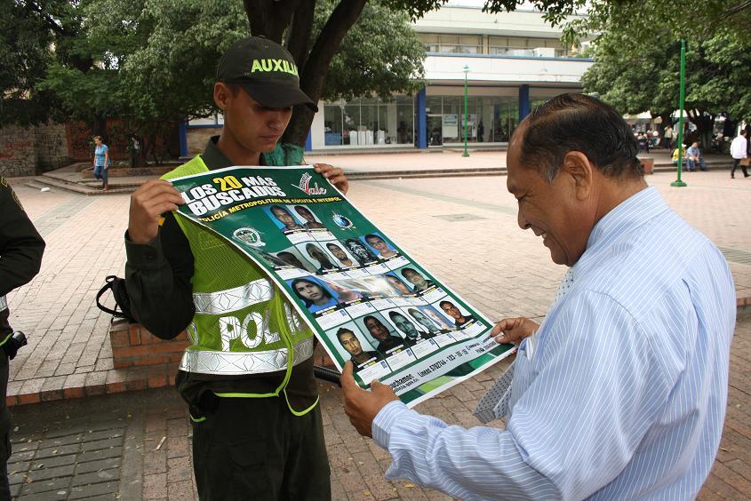 POLICIA EXHIBIO AFICHES CON LOS 20 MAS BUSCADOS
