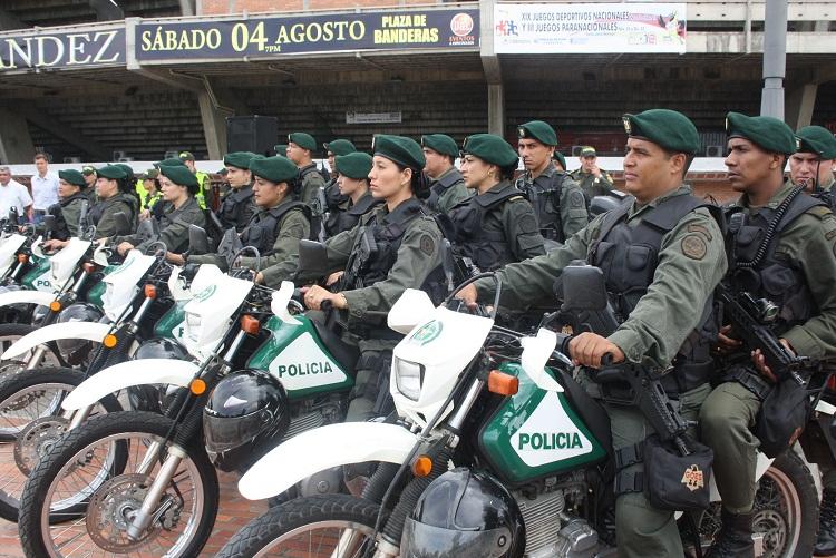 Escuadrones especiales de hombres y mujeres policias for Ministerio policia nacional