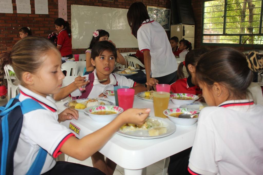 Plan de ajuste de comedores estudiantiles tiende a la for Comedores en mexico