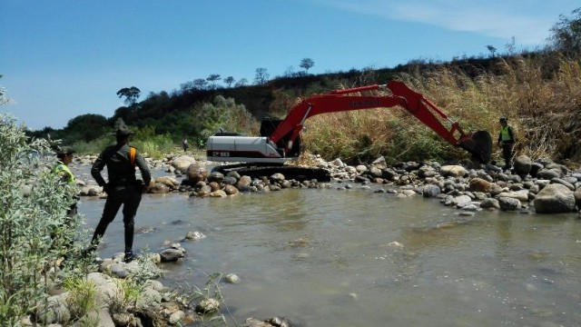 PROCESO DESTRUCCION DE TRINCHOS EN EL RIO PAMPLONITA (6)