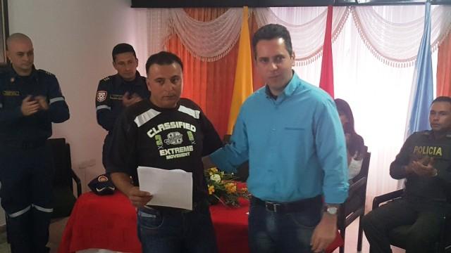 secretario-de-gobierno-otorga-personeria-juridica-a-cuerpo-de-bomberos-de-abrego-4