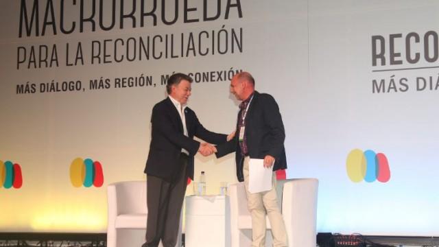presidente-juan-manuel-santos-y-ricardo-santamaria-director-de-reconciliacion-colombia