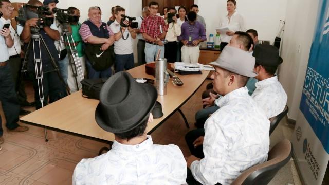 Rueda de prensa entrega de instrumentos a Los Autenticos de la Carranga (1)