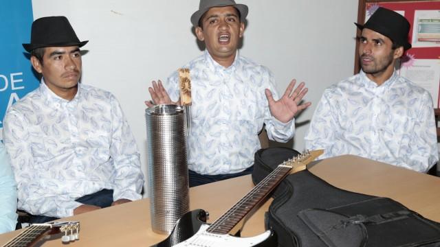 Rueda de prensa entrega de instrumentos a Los Autenticos de la Carranga (3)