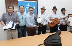 Rueda de prensa entrega de instrumentos a Los Autenticos de la Carranga (4)