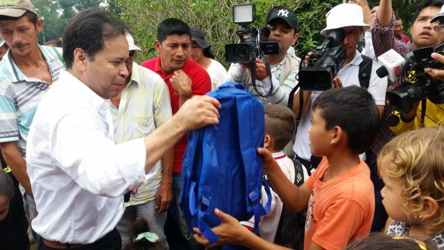 La Gestora Social y el Gobernador llegaron cargados de ayudas humanitarias para habitantes de cuatro veredas de Tibú (13)