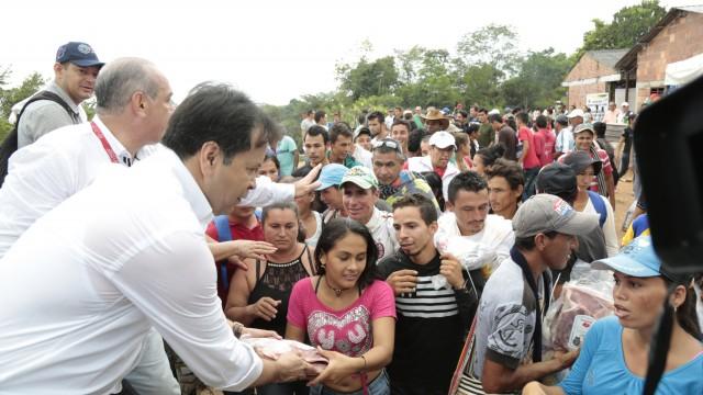 La Gestora Social y el Gobernador llegaron cargados de ayudas humanitarias para habitantes de cuatro veredas de Tibú (5)