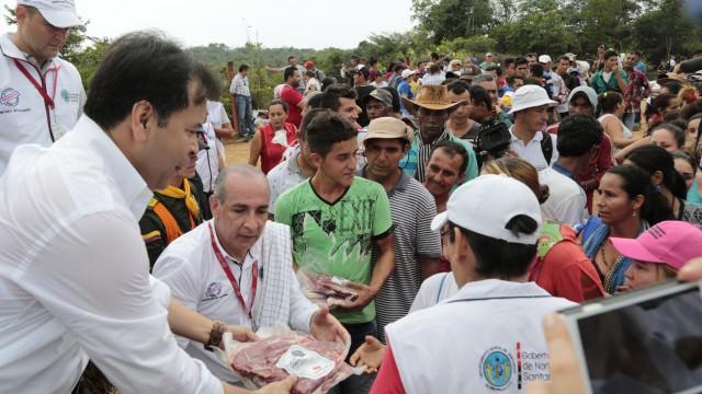 La Gestora Social y el Gobernador llegaron cargados de ayudas humanitarias para habitantes de cuatro veredas de Tibú (6)