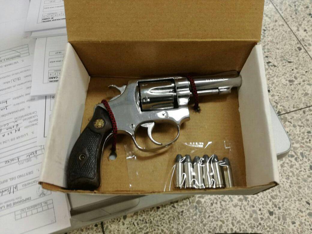 Cay hombre por porte ilegal de armas de fuego en el for Porte y tenencia de armas
