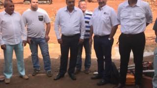 Secretario de Vivienda y Medio Ambiente. Mellik Sarkis - visita a Villa del rosrio para revisar estado de suelos de construcción de viviendas (1)