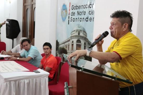Entrega de incentivos a Jossimar Calvo y Jairo Ruíz (1)