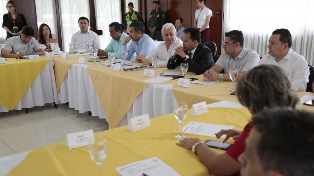 Reunión para plantear iniciativas que contraresten la crisis en la región (4)