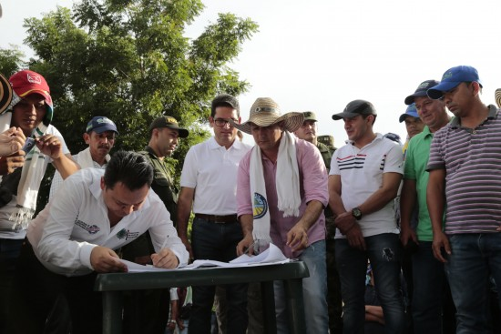 Ministro de Agricultura en Pedregales (26)
