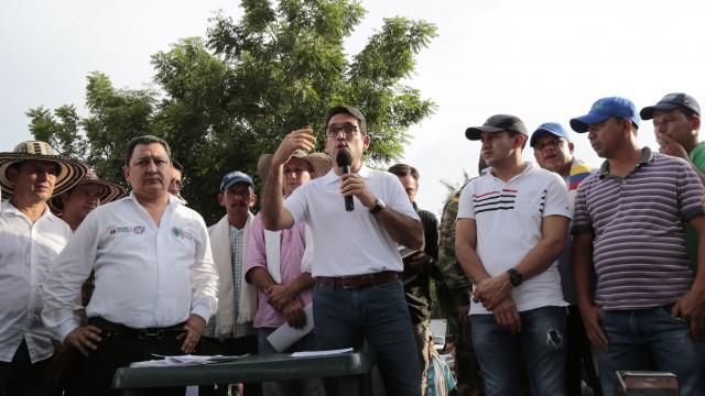 Ministro de Agricultura en Pedregales (29)