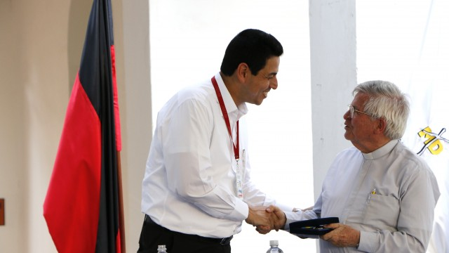Reconocimiento a Garcia Herrero (7)