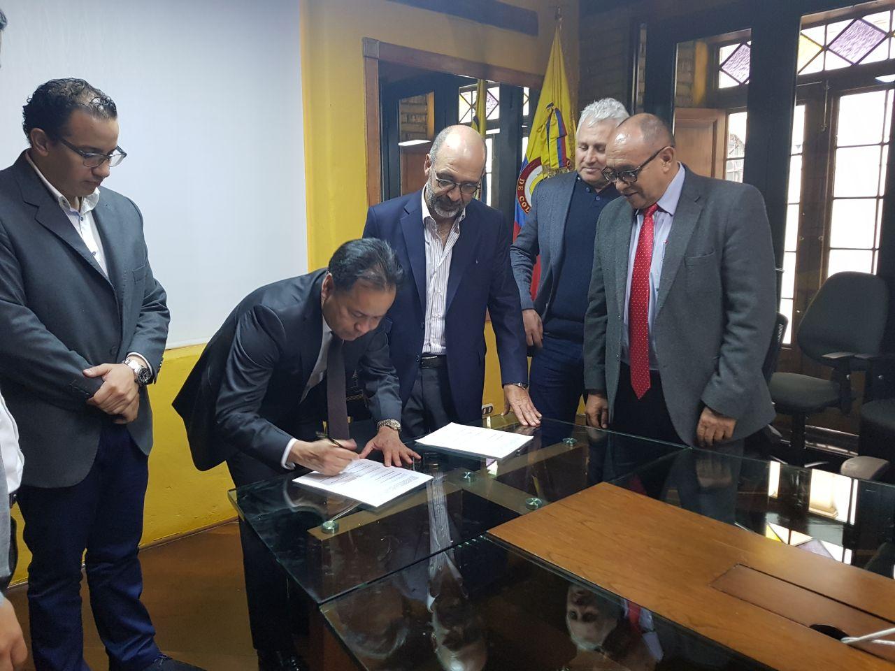 El Gobernador de Norte de Santander firma convenio que asegura recursos para el Acueducto Metropolitano
