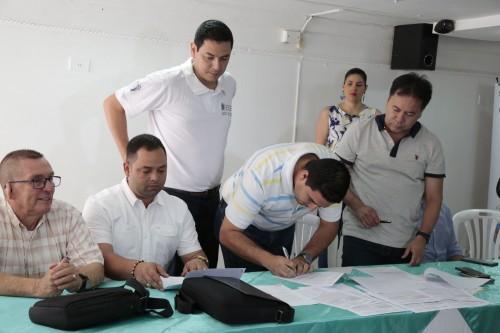 Entrega de Ayudas Alimentarias para Familias Víctimas del Conflicto de 8 Municipios (10)