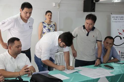 Entrega de Ayudas Alimentarias para Familias Víctimas del Conflicto de 8 Municipios (12)