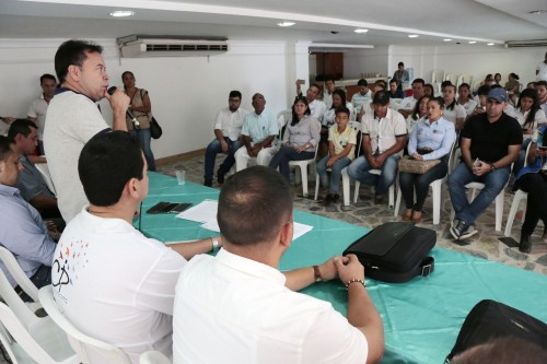 Entrega de Ayudas Alimentarias para Familias Víctimas del Conflicto de 8 Municipios (5)