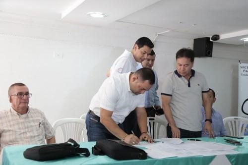 Entrega de Ayudas Alimentarias para Familias Víctimas del Conflicto de 8 Municipios (9)