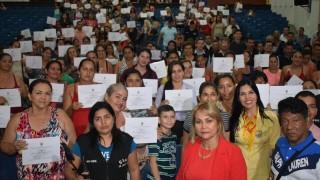 1.200 INTEGRANTES DE ASOCIACIONES ADSCRITAS A LA SECRETARÍA DE EQUIDAD DE GÉNERO SE GRADUARON GRACIAS A CONVENIO ENTRE ALCALDÍA Y SENA