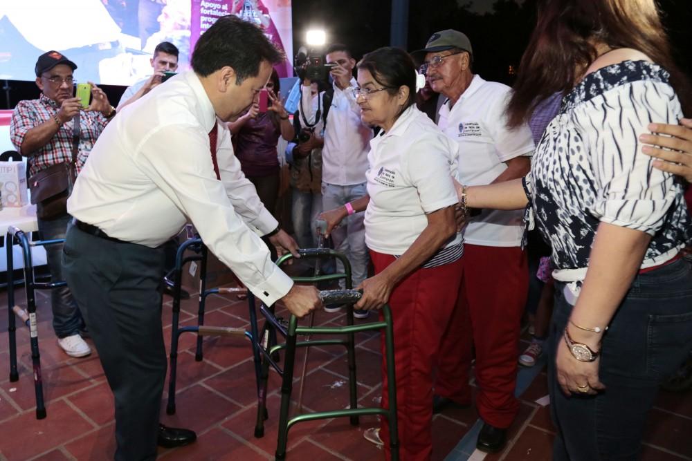 Entrega de ayudas comunas de Cúcuta (3)