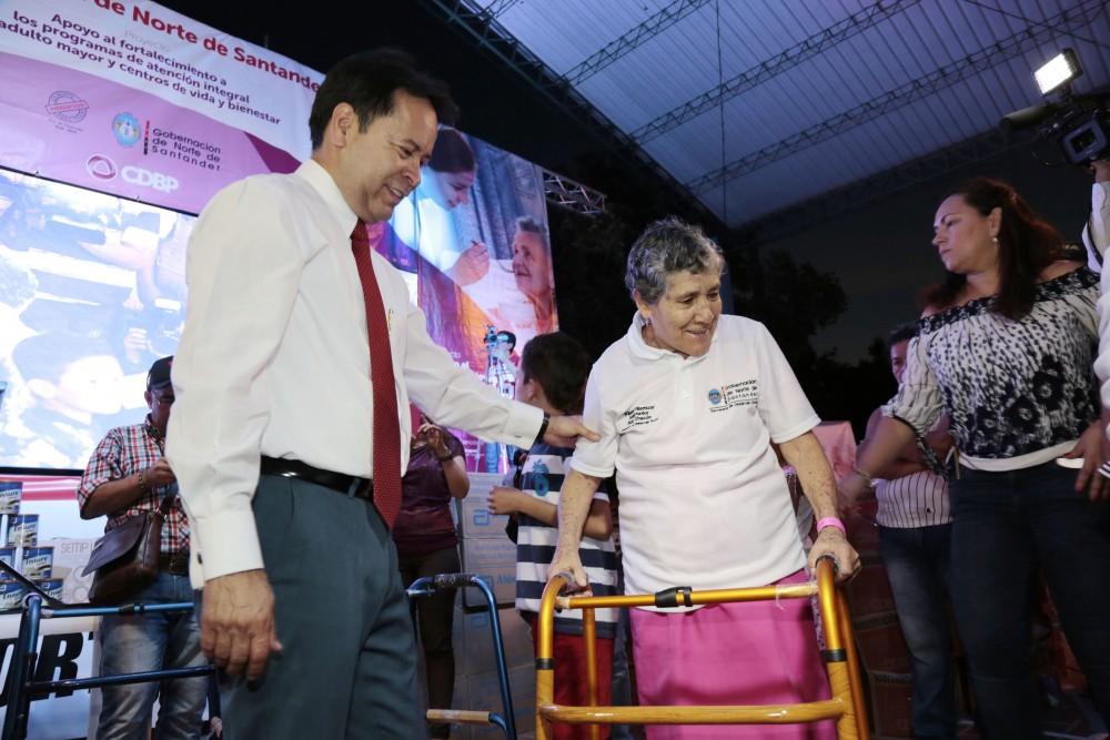 Entrega de ayudas comunas de Cúcuta (4)