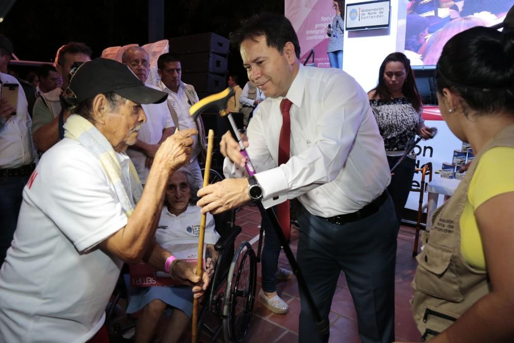 Entrega de ayudas comunas de Cúcuta (5)