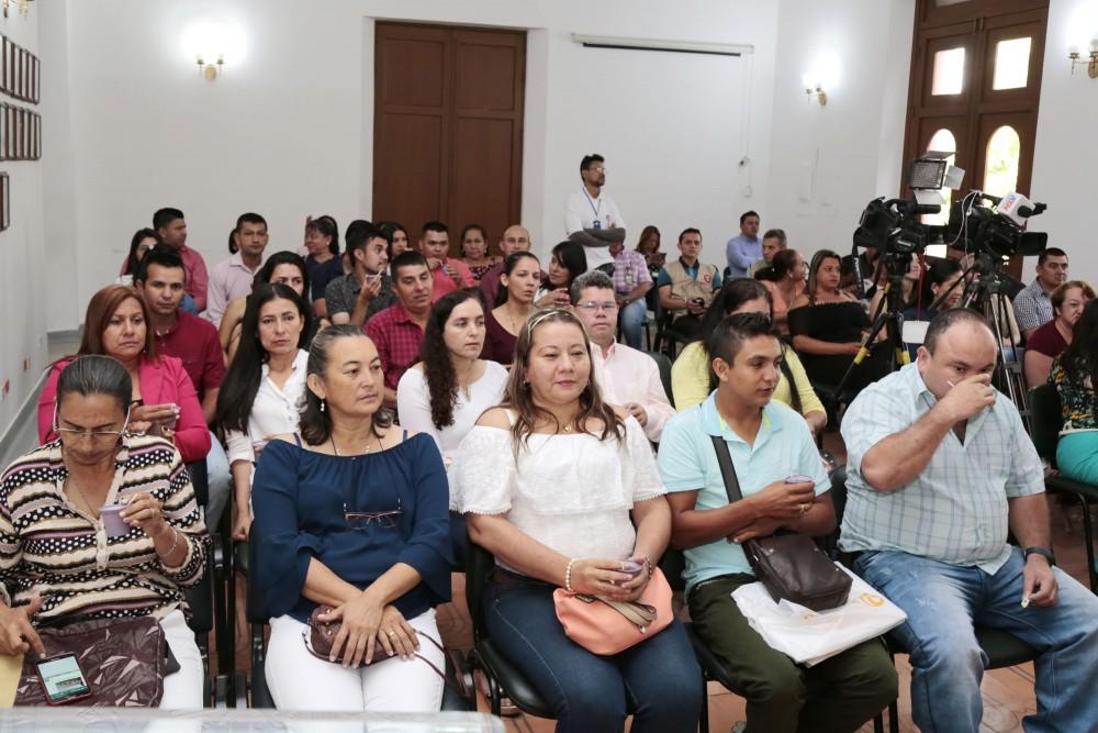 Entrega de decretos de provisionalidad a docentes del Catatumbo (1)
