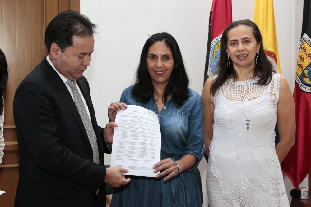 Entrega de decretos de provisionalidad a docentes del Catatumbo (14)
