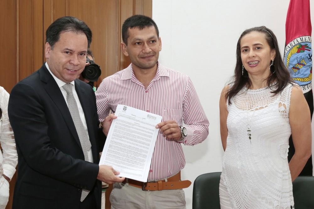 Entrega de decretos de provisionalidad a docentes del Catatumbo (15)