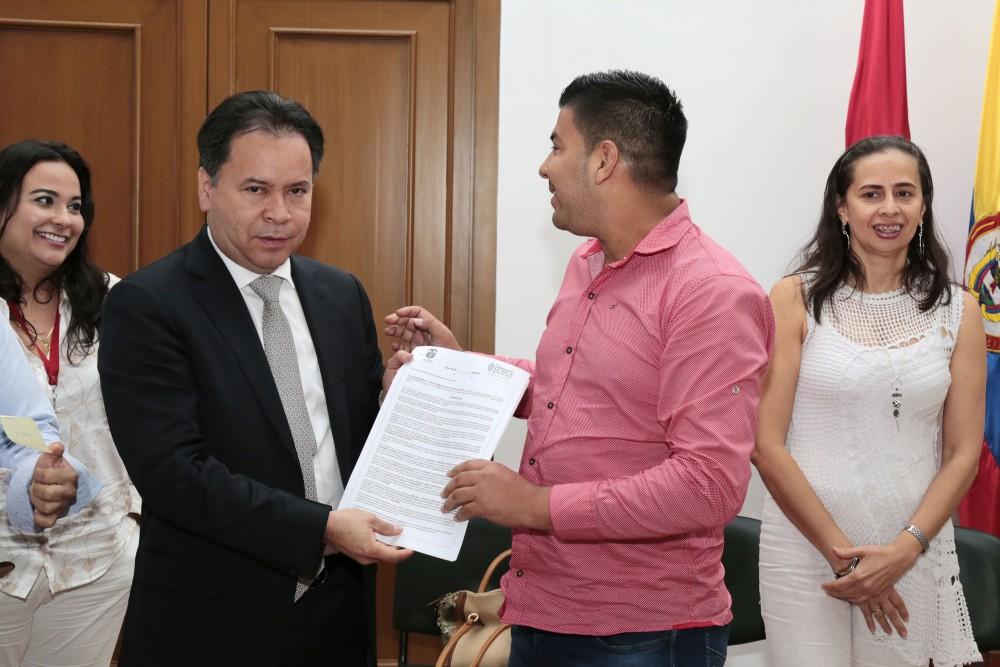 Entrega de decretos de provisionalidad a docentes del Catatumbo (17)