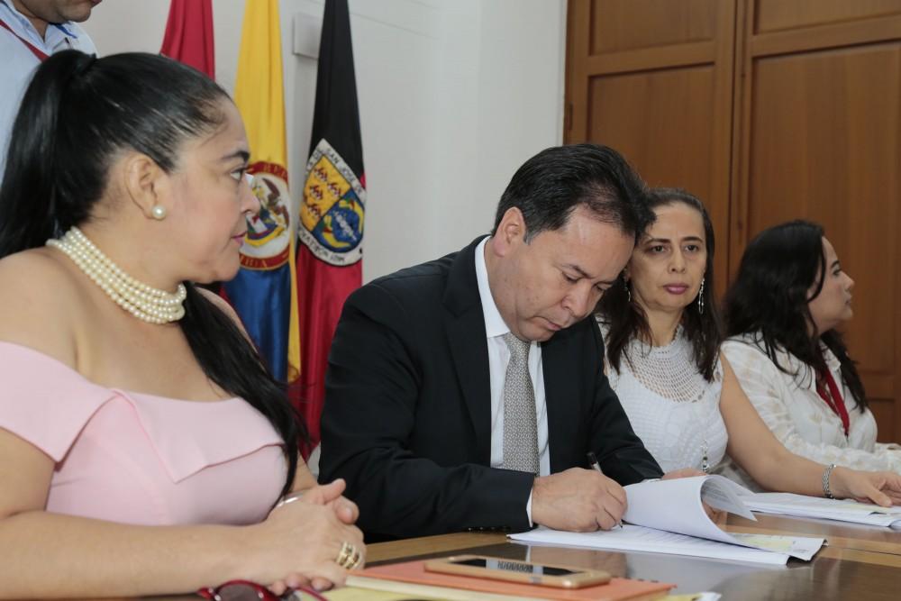 Entrega de decretos de provisionalidad a docentes del Catatumbo (7)