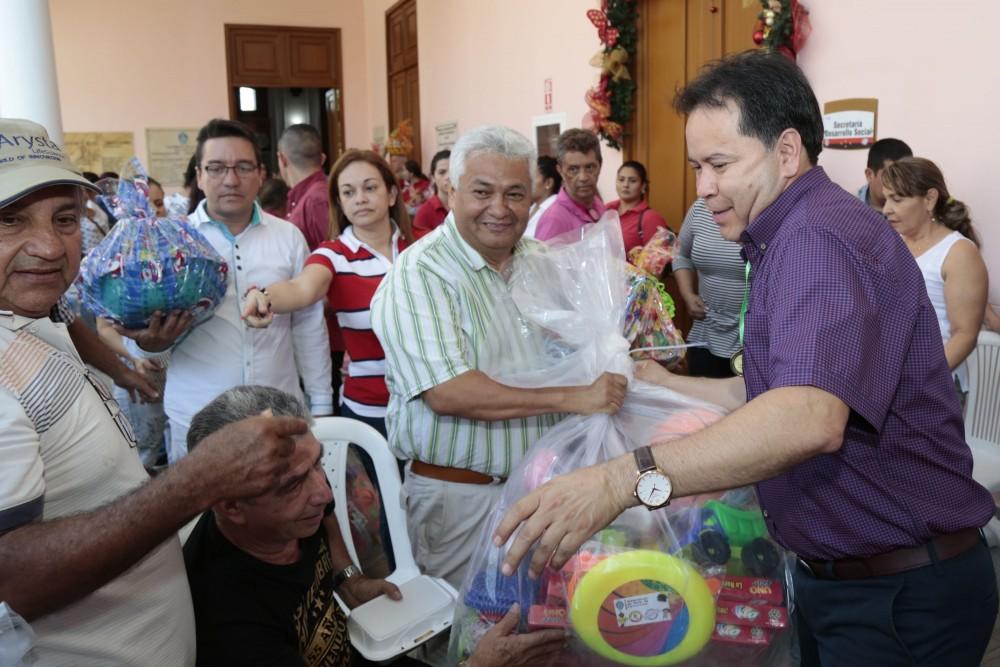 Entrega de juguetes a presidentes de JAC y Ediles (17)