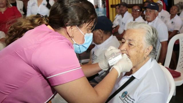 Entrega de ayudas técnicas a adultos mayores en Chinácota (6)