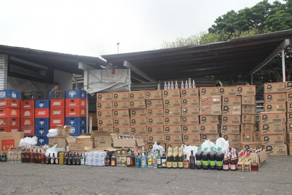 Secretaía de Hacienda - Destrucción de licor y cigarrillos de contrabando (3)